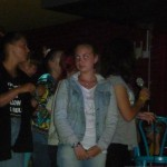 Девочки исполняют песню