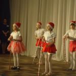 1. Группа Ducks - песня-танец «Rocking around the Christmas tree» (Лисина И.В.)